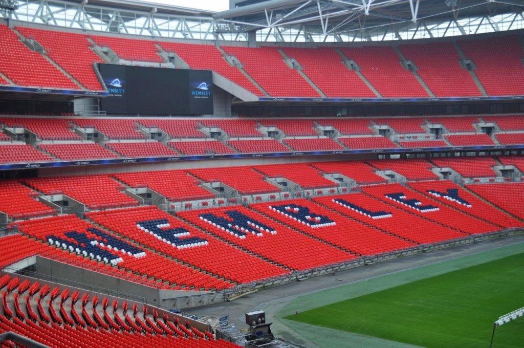 Assentos do Estádio de Wembley em Londres