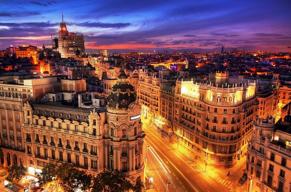 Avenida Gran Via em Madri