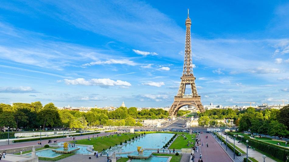 Entorno da Torre Eiffel em Paris na França
