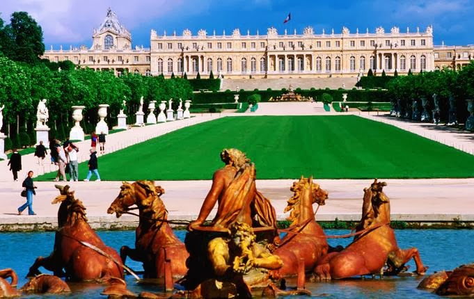 Visitantes no Palácio de Versalhes na França