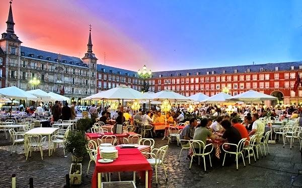 Restaurante na Praça Plaza Mayor em Madri