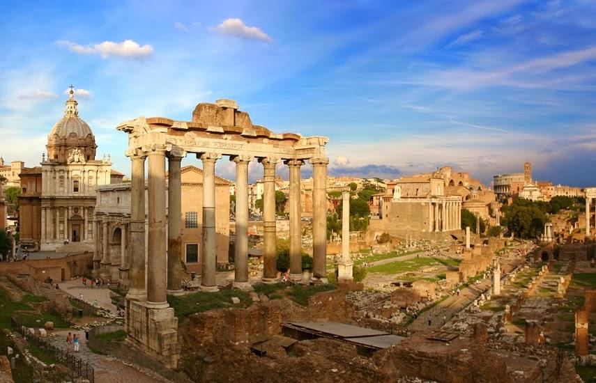 Ruínas no Fórum Romano em Roma