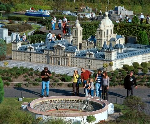 Visitantes no Parque Mini-Europa em Bruxelas