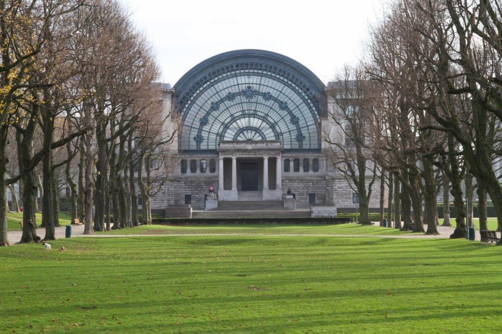 Construção no Parque do Cinquentenário em Bruxelas