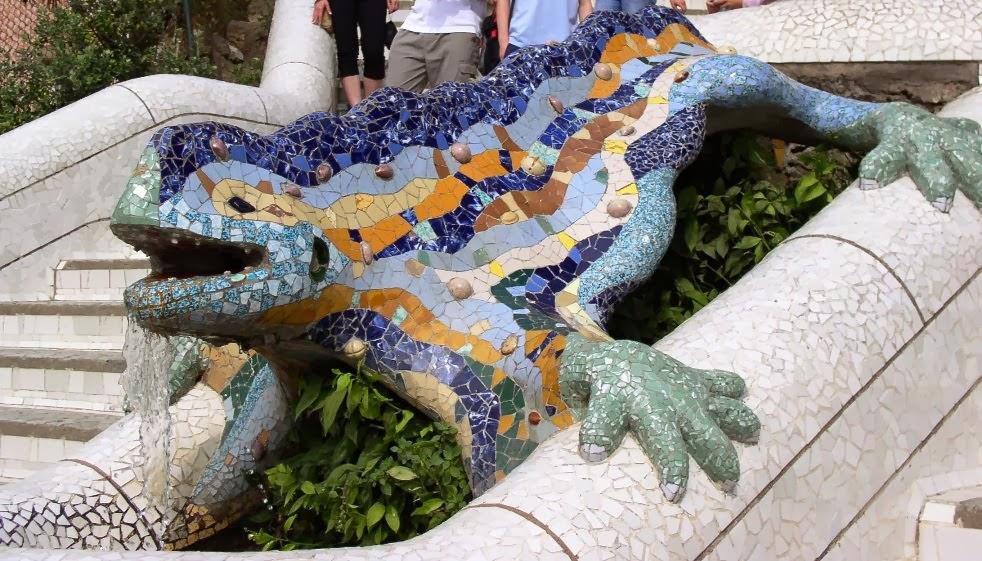 Escultura no Parque Guell em Barcelona na Espanha