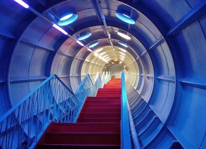 Interior do Atomium de Bruxelas na Bélgica