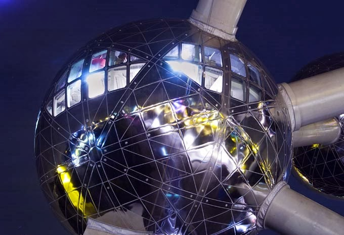 Atomium de Bruxelas visto de perto