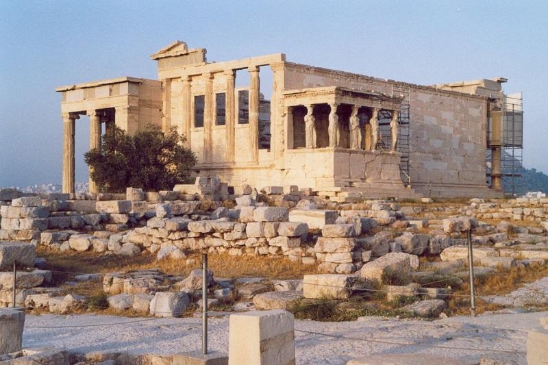 Templo Erecteion em Atenas visto de fora
