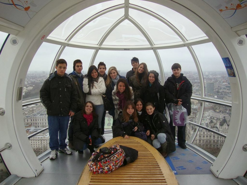 Visitantes na roda gigante London Eye em Londres na Inglaterra