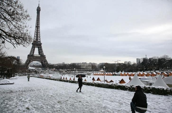 Neve em Paris na França