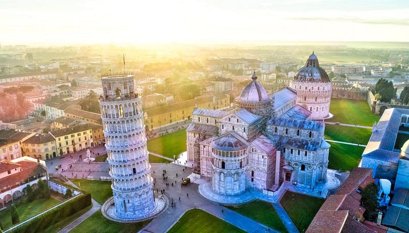 A inclinada Torre de Pisa | Itália