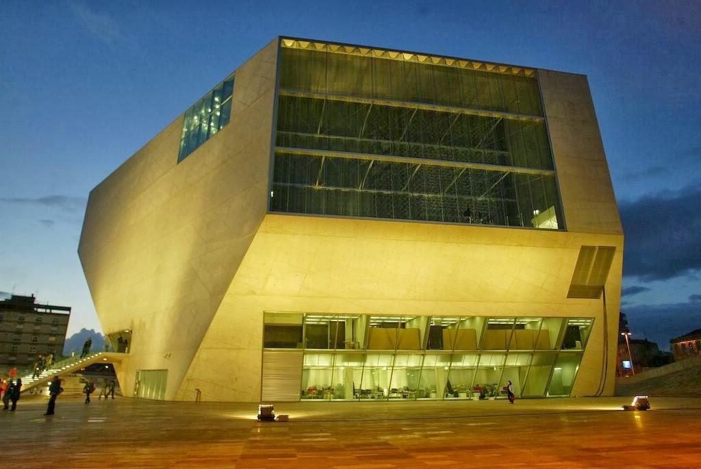 Casa da Música em Porto iluminada de noite