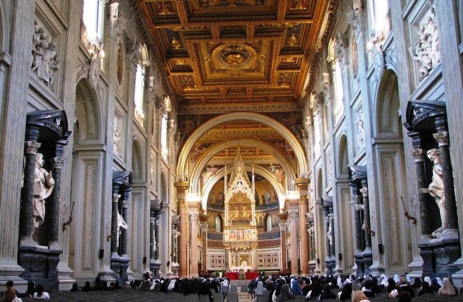 Interior da Basílica de São João de Latrãoem Roma