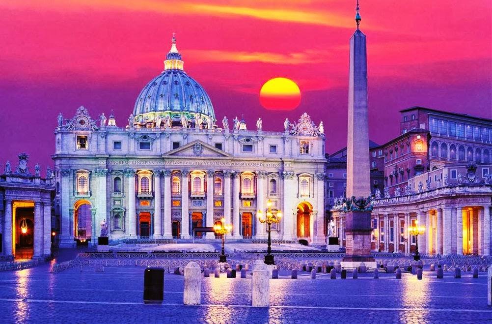 Basílica de São Pedro no Vaticano iluminada no final da tarde