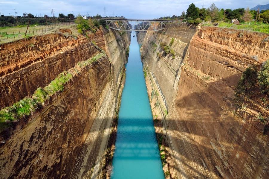 Canal de Corinto na Grécia visto de cima