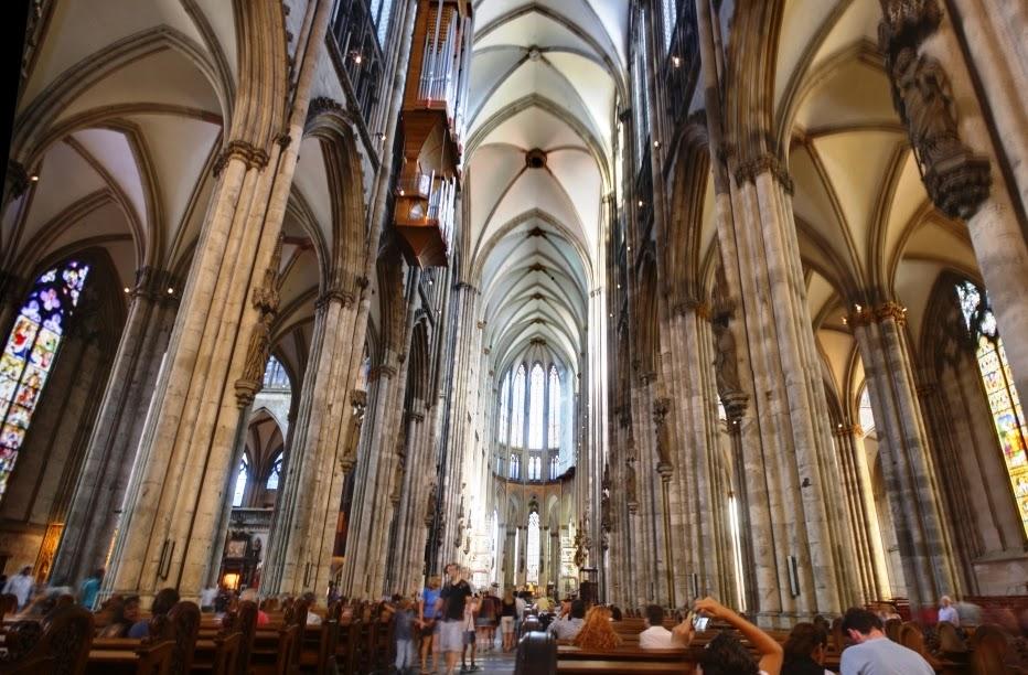 Interior da Catedral de Colônia na Alemanha