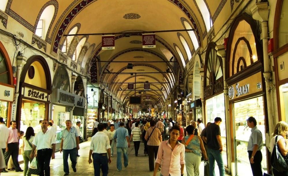 Pessoas no mercado Grande Bazar de Istambul
