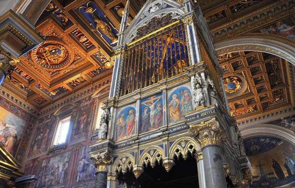 Interior do santuário da escada santa em Roma