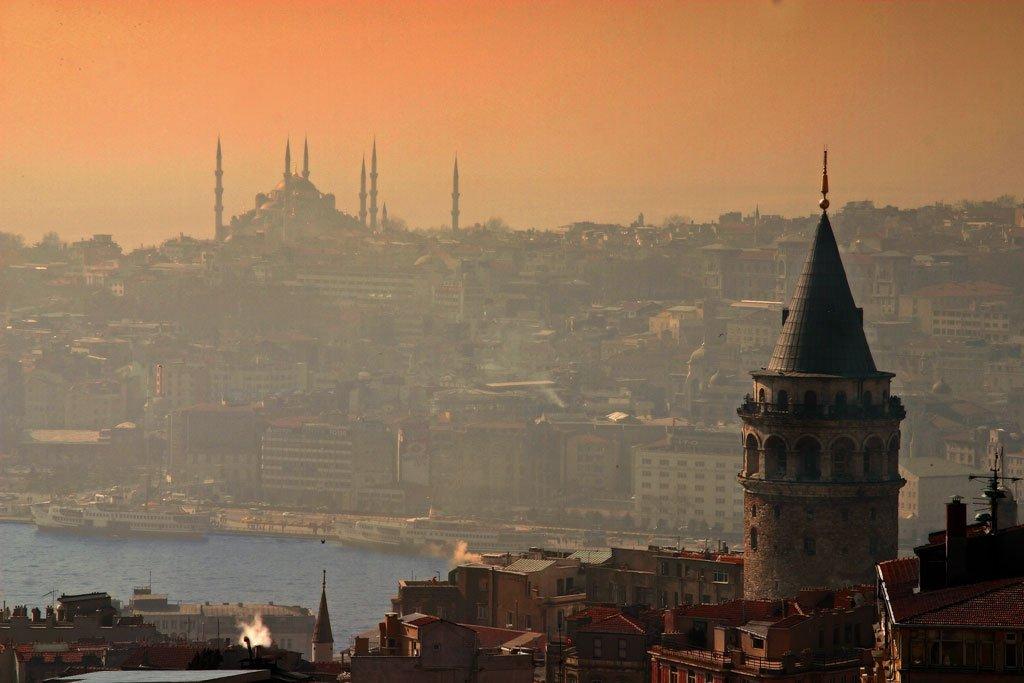 Topo da Torre Gálata em Istambul na Turquia