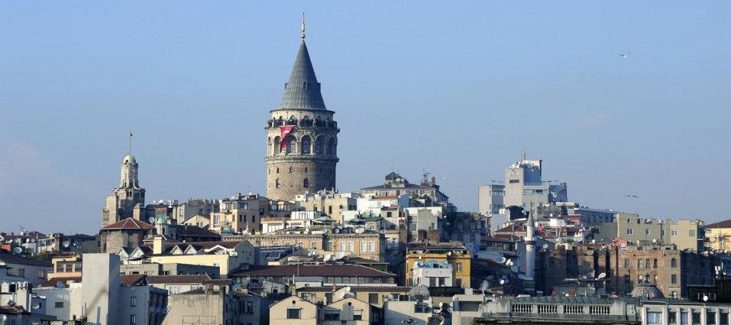 Torre Gálata em Istambul na Turquia vista de longe