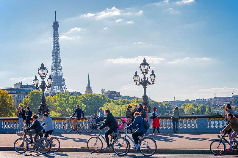 Andando de bicicleta em Paris | França