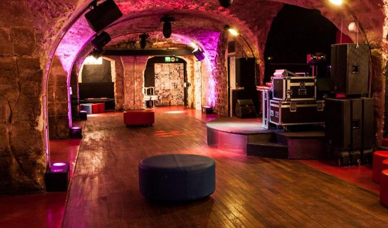 Balada Jane Club em Paris – França