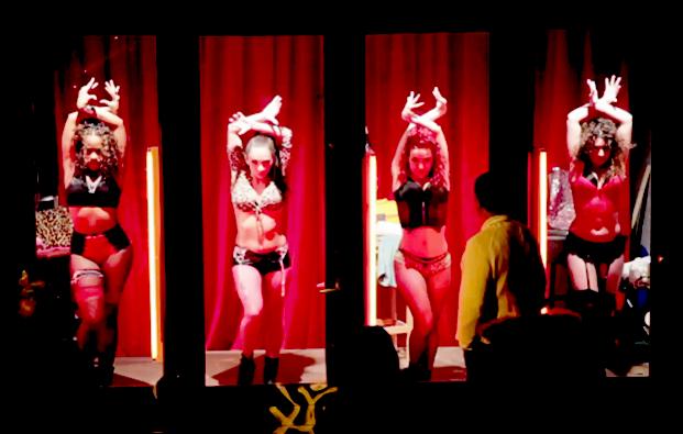 Mulheres nas vitrines do Red Light District em Amsterdam