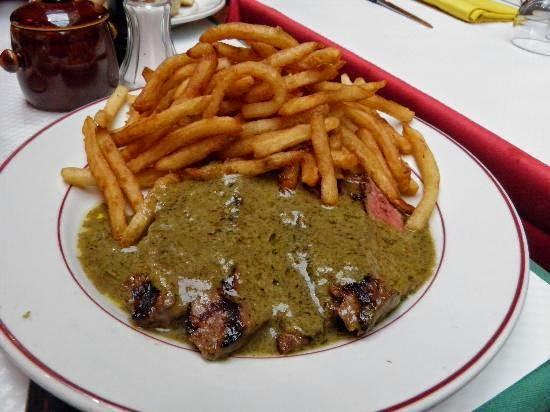 Prato servido no Relais de l'Entrecôte em Paris
