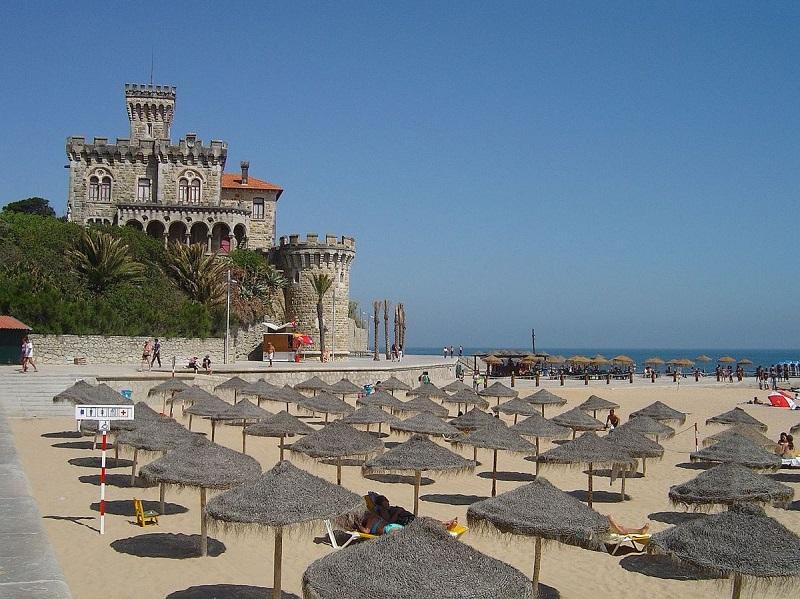 Praia da Costa do Estoril em Portugal