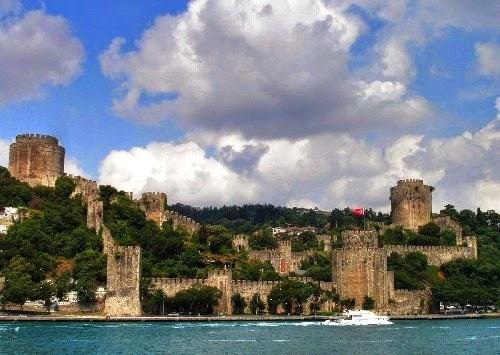 Muralhas de Constantinopla em Istambul vistas de longe