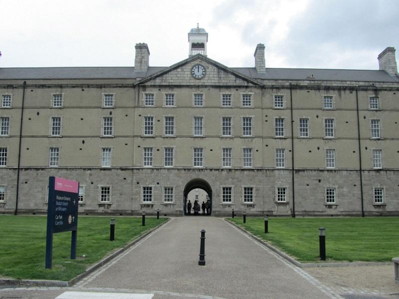 Área dasArtes Decorativas e História no Museu Nacional da Irlanda