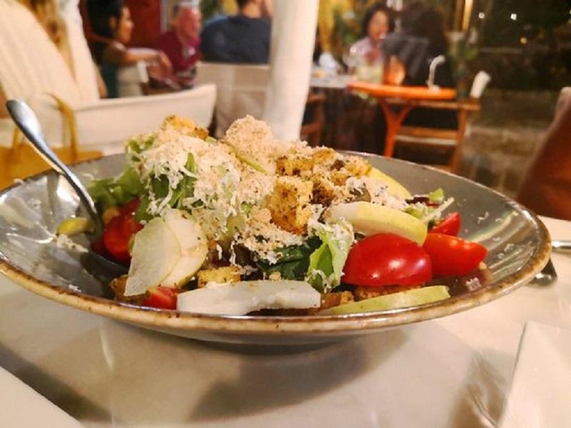 Prato servido no Marco Polo Café na ilha de Rodes