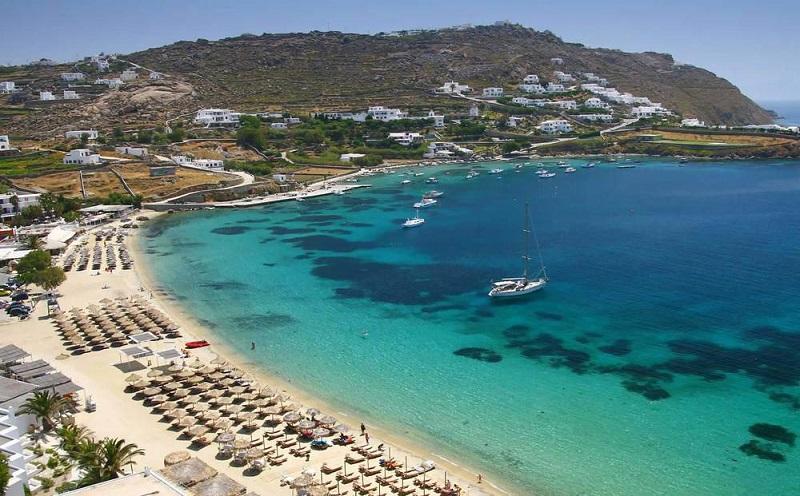 Praia Kalo Livadi na ilha de Mykonos