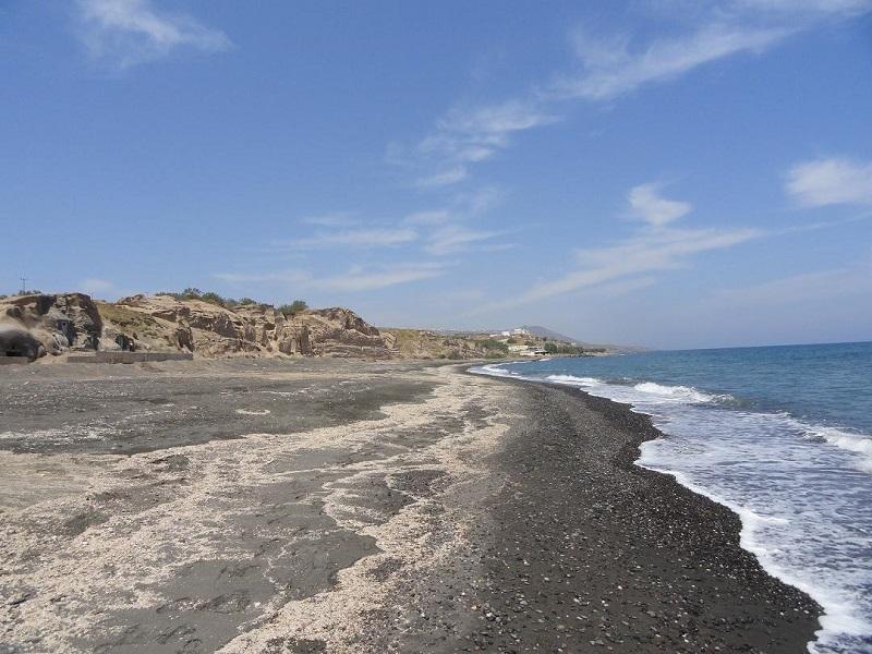 Praia Monolithos na ilha de Santorini