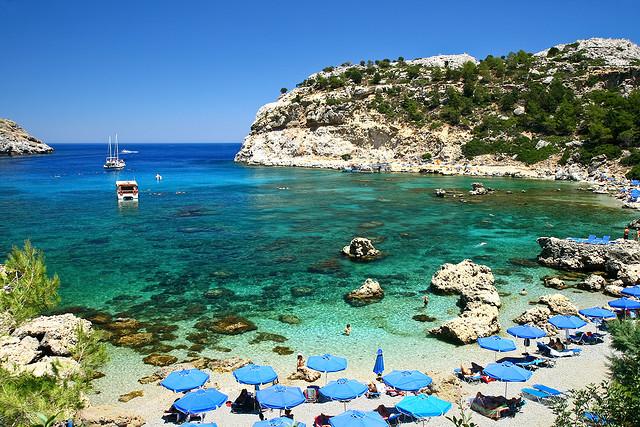 Praia da ilha de Rodes na Grécia
