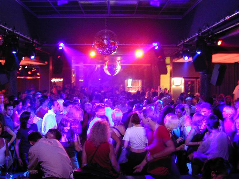 Club 33 na ilha de Santorini