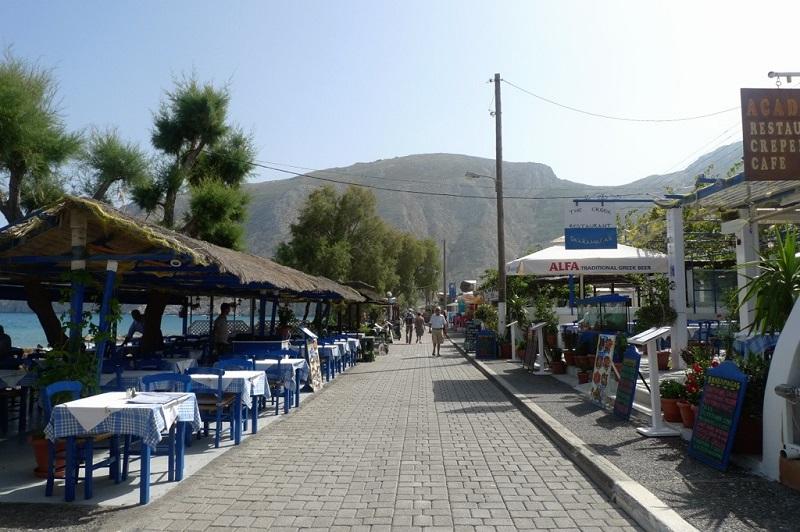 Calçadão na ilha de Santorini