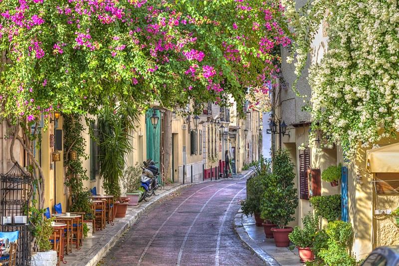 Rua da região de Plaka em Atenas