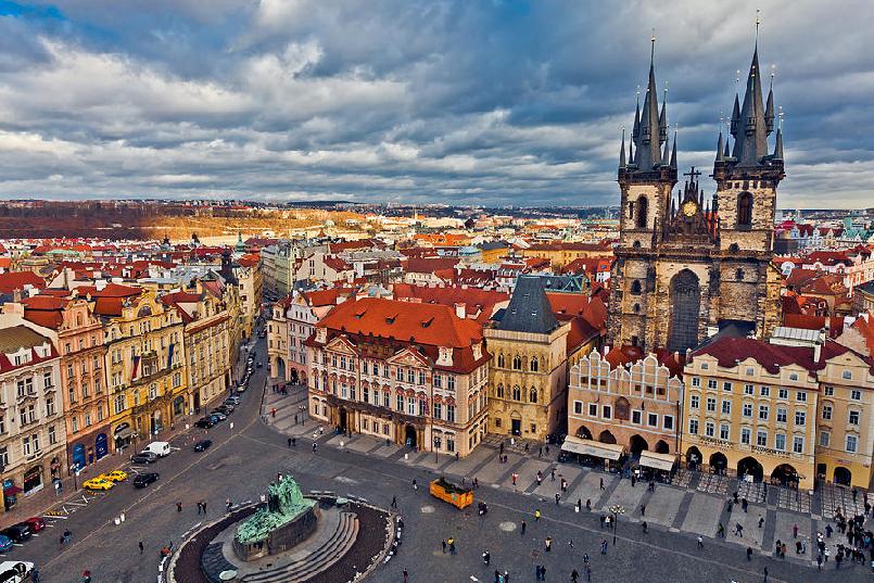 Praça da cidade antiga (Staroměstské náměstí) em Praga