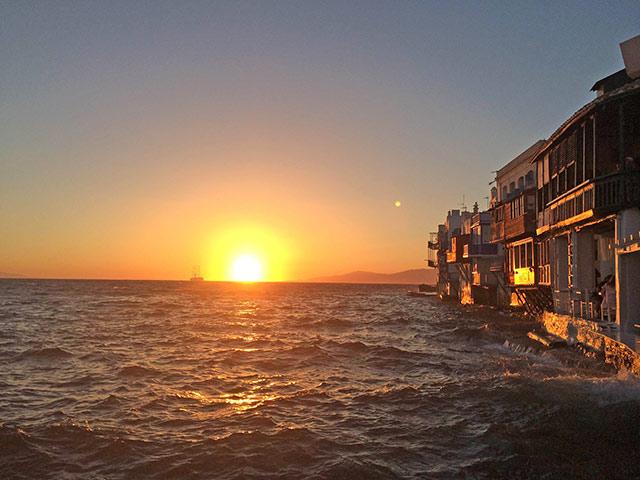 Pôr do sol em Little Venice em Mykonos