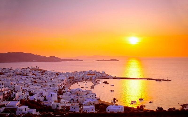 Pôr do sol em Mykonos na Grécia
