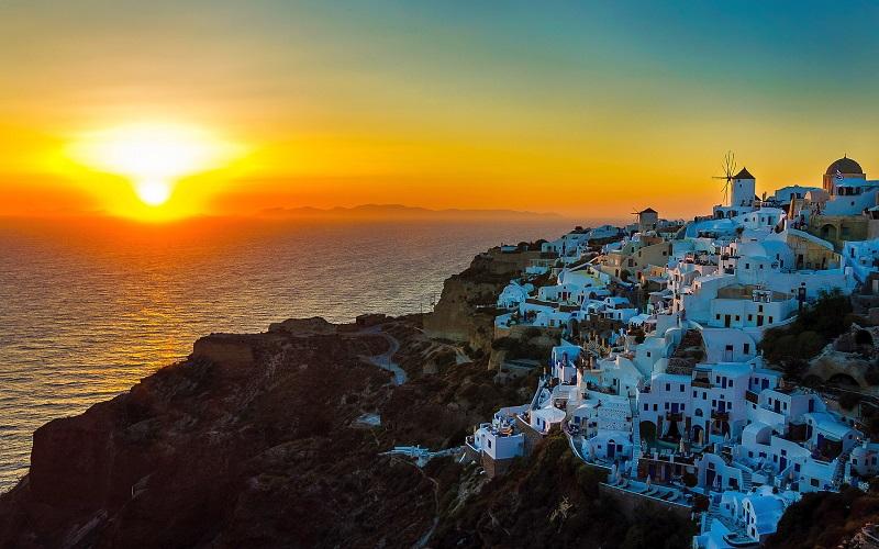 Pôr do sol em Santorini na Grécia