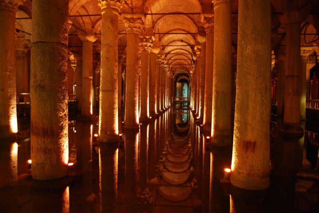 Cisterna da Basílica junto à Santa Sofia em Istambul
