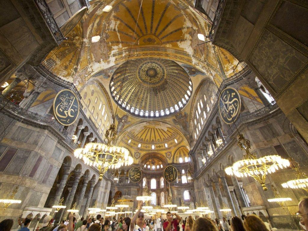 Interior da Basílica Santa Sofia em Istambul