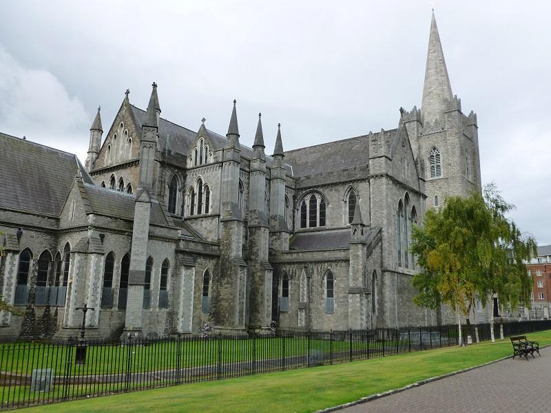 Fachada da Catedral de São Patrício em Dublin