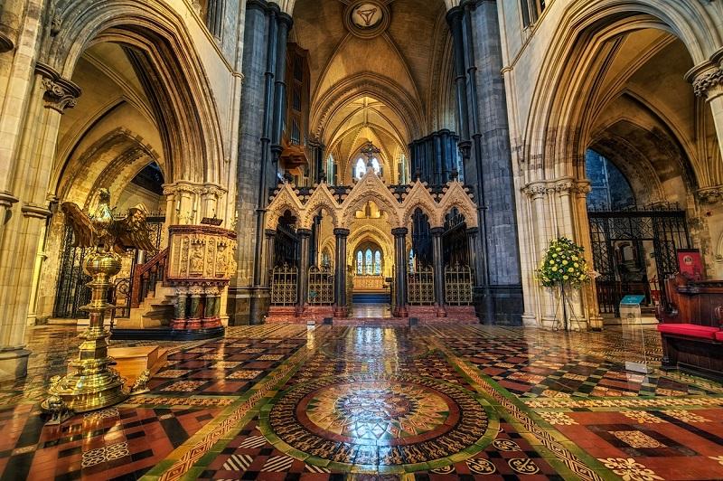Interior da Catedral da Santíssima Trindade