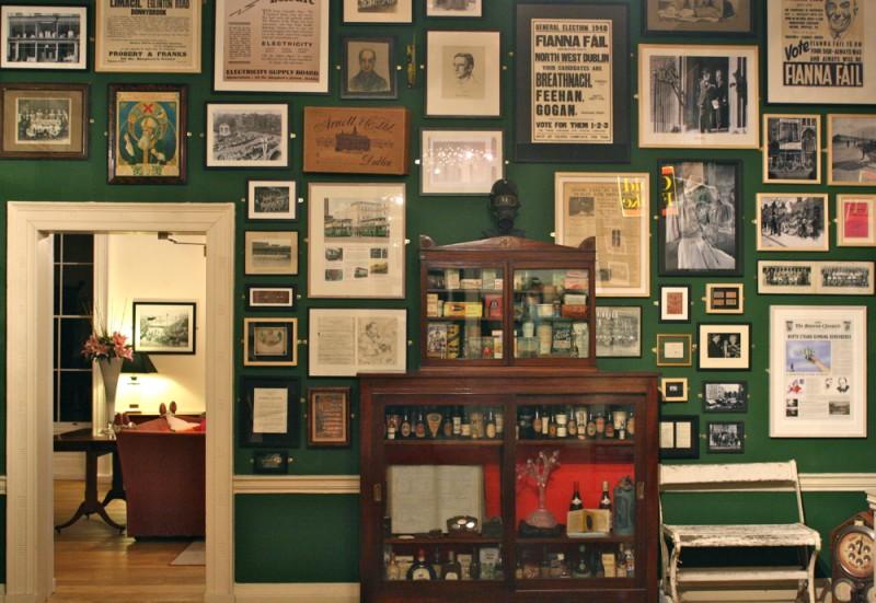 Interior do The Little Museum of Dublin