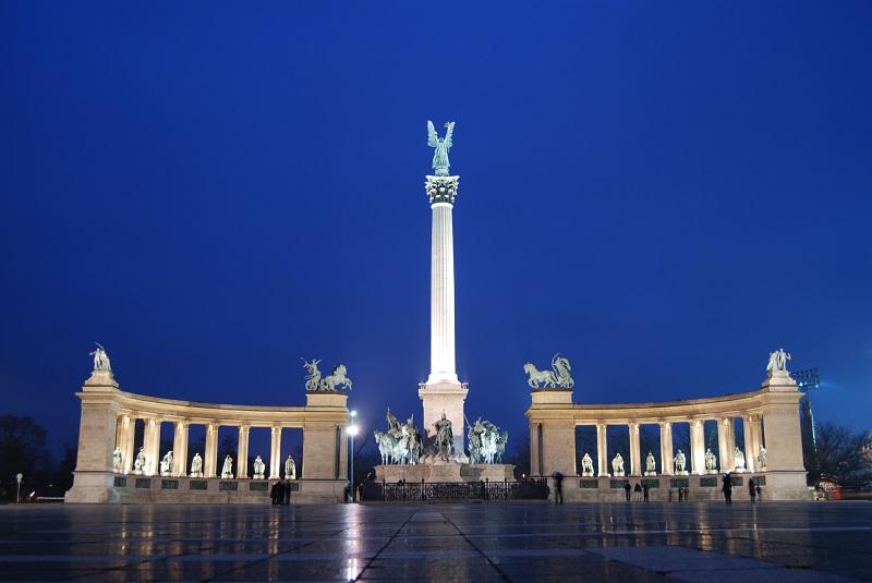 Praça dos Heróis e parque da cidade em Budapeste