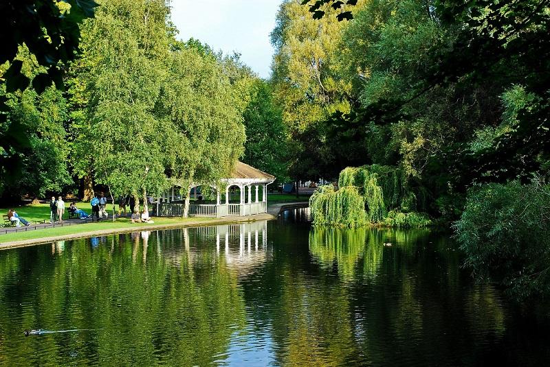 Lago no Parque St. Stephen's Green