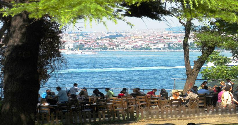 Vista para o mar do Parque Gülhane em Istambul